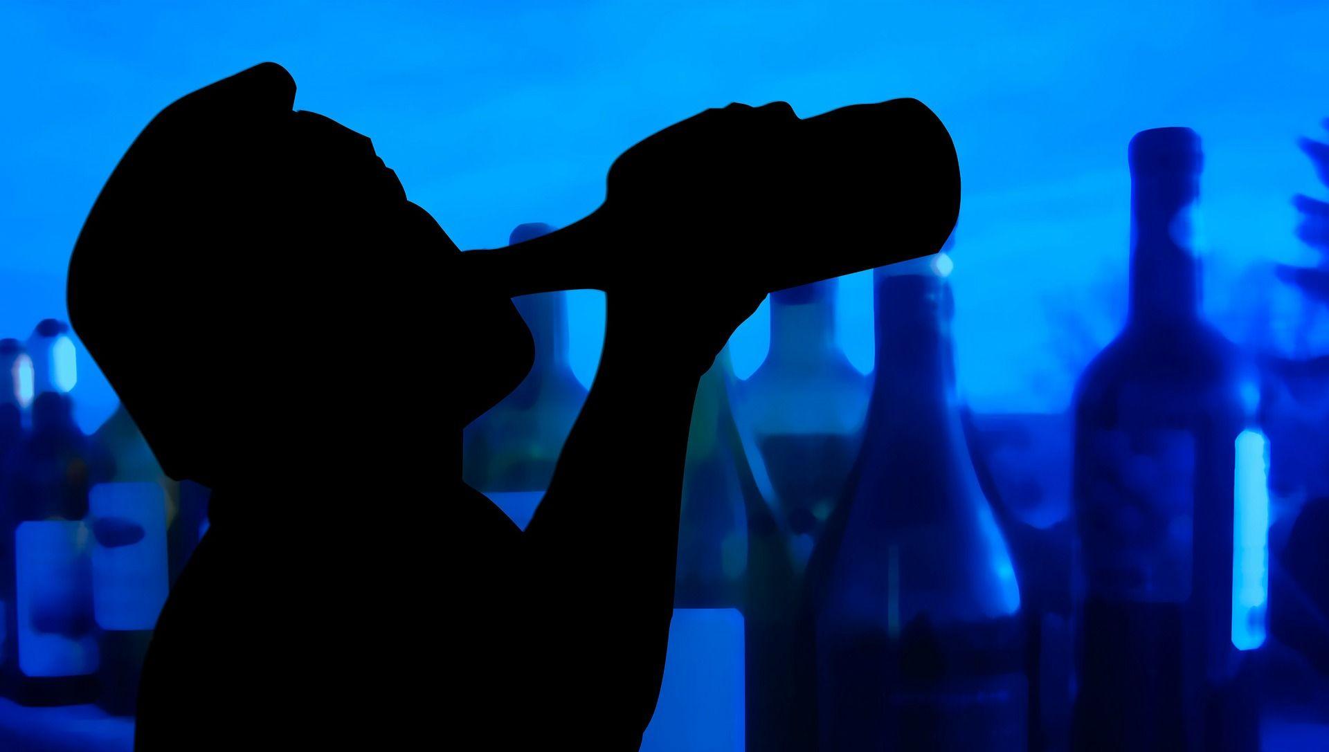 Alcolismo, sempre pi