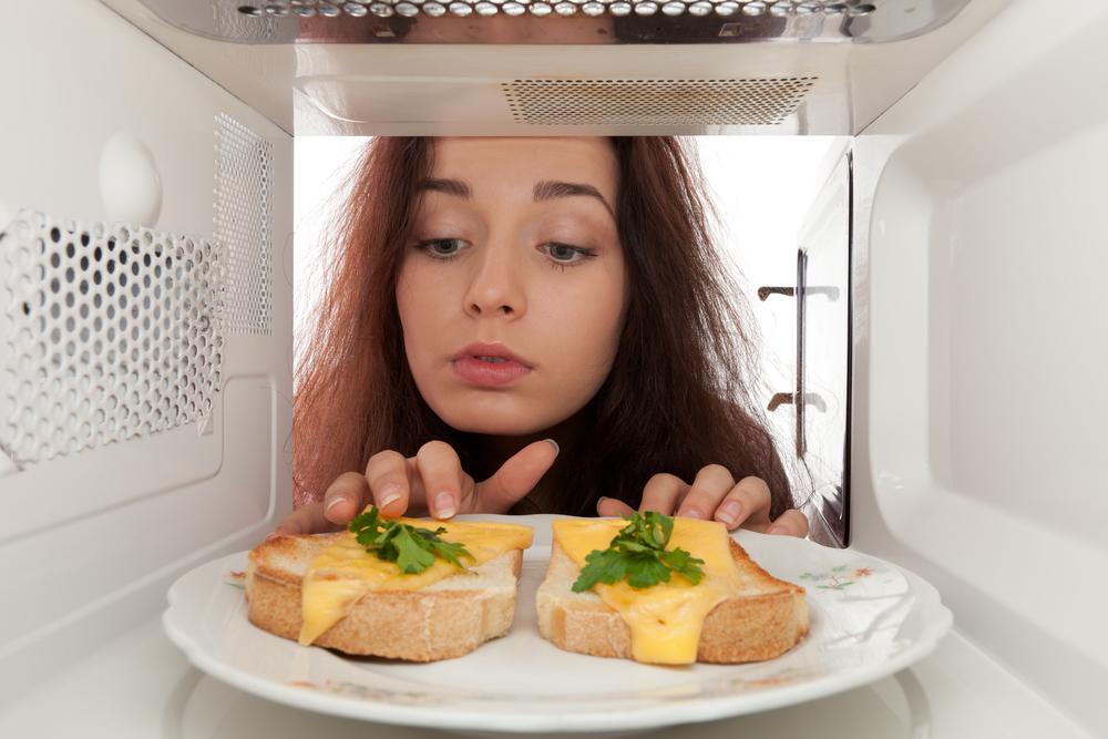 Cucinare con il microonde per gli scienziati il metodo migliore saluteokay - Cucinare a microonde ...