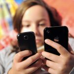 Cellulari e bambini: usate solo il vivavoce. Effetti nocivi della radiofrequenza