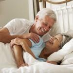 Sesso over 60: bene nelle donne ma rischio doppio di infarto negli uomini