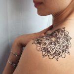 "Tatuaggi con l'hennè: scatta l'allarme per i consumatori. ""Gravi casi di tossicità"""